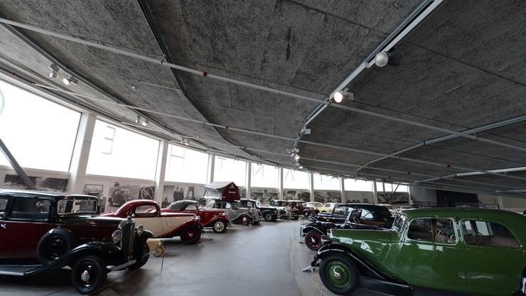 Buchstäblich Stossstange an Stossstange reihen sich die unterschiedlichsten Citroën-Modelle im Muttenzer Pantheon.