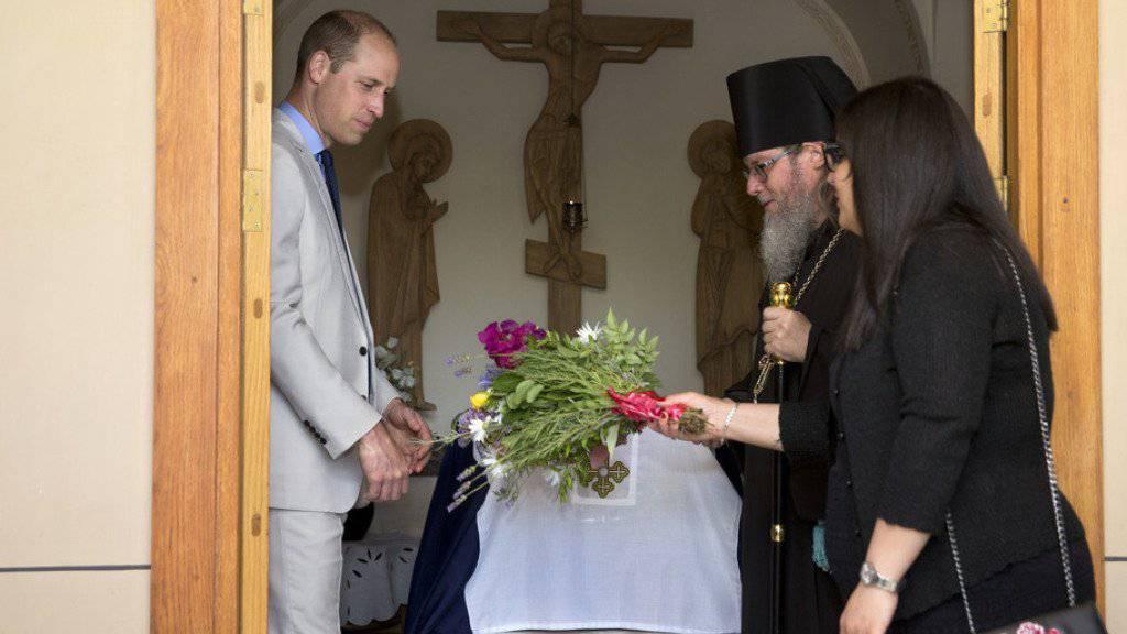 Der britische Prinz William hat während seines historischen Besuchs im Heiligen Land die Altstadt von Jerusalem und das Grab seiner Urgrossmutter Alice im Ostteil der Stadt besucht. Es ist der erste offizielle Besuch eines Mitgliedes der britischen Königsfamilie im Heiligen Land seit der israelischen Staatsgründung vor 70 Jahren.