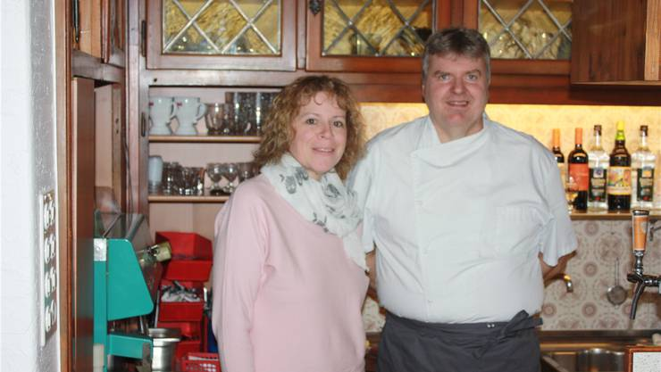 Walter Husi ist der neue Wirt auf dem «Feldschlösschen»; zur Seite im Service steht ihm Karin Baruzzo.