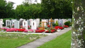 Einzig sas schlichte T-Kreuz weist auf die Grabstelle hin: 2008 wurde hier auf dem Friedhof in Frick ein Moslem bestattet.