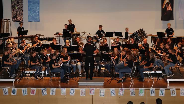 Einmal mehr konnte die Young Concert Band unter der Leitung von Roger Meier mit ihrem Auftritt einen vollen Bienkensaal begeistern.