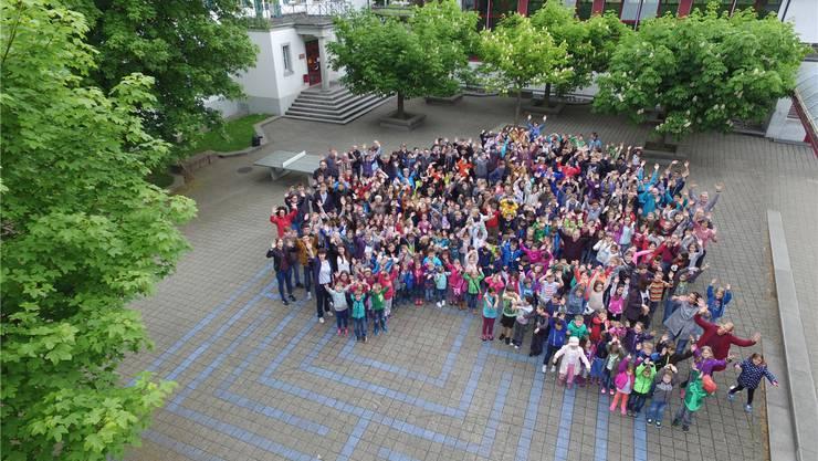 Sarmenstorf Schüler freuen sich auf das Jugendfest 2016 unter dem Motto «Reisefieber». OK Jugendfest