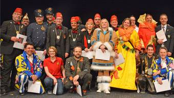Verdienstvolle Fasnächtlerinnen und Fasnächtler samt Zunftrat feiern einen gelungenen Abschluss der Saison 2014. Bruno Kissling