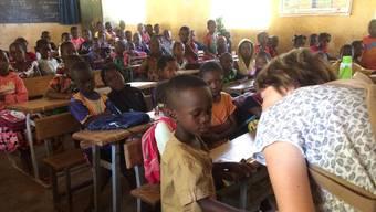 Eindrücklicher Schulbesuch: 130 Kinder in einer Klasse.
