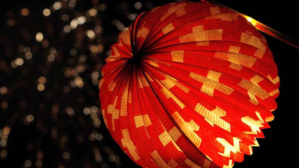 Das Aussendepartement (EDA) organisiert zum ersten Mal eine digitale Version des Nationalfeiertags für Auslandschweizerinnen und Auslandschweizer. Auf der Plattform soll etwa eine Bastelanleitung für einen Lampion bereit gestellt werden. (Symbolbild)