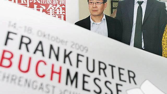Buchmesse-Direktor Jürgen Boos (2.v.l.)