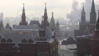 Der Kreml in Moskau am frühen Morgen - die Beziehungen zu Ankara sind wegen des Abschusses eines russischen Kampfjets an der syrischen Grenze schwer belastet. (Symboldbild)