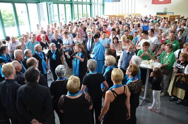 Der Gemischte Chor Thalheim singt für die grosse Gästeschar