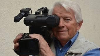 Diese Kamera ist heute zwar überholt, Dorfchronist Bruno Käppeli jedoch ist auch technisch immer am Ball geblieben.