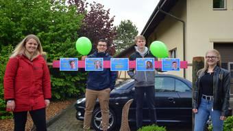 Luftballon statt Maitannli - in Hubersdorf versammelte sich der gesamte Jahrgang 2001. Von links: Natalie Bruschi, Roman Stampfli, Philipp Dobler und Michelle Böni.