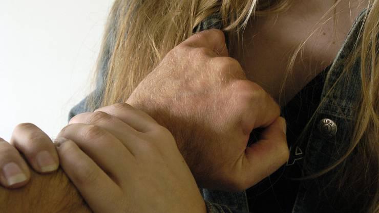 Der Mann vergriff sich an mindestens zwei alkoholisierten Frauen (Symbolbild).