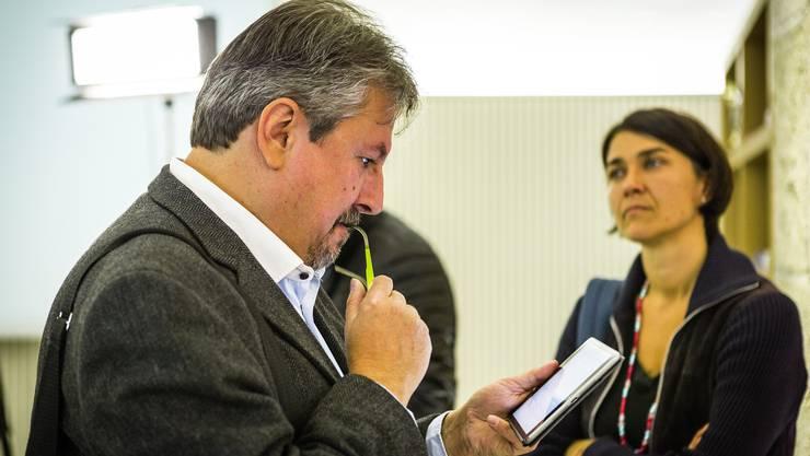Später steht fest: Die Aargauer Stimmbevölkerung hat ihn als Nationalrat wiedergewählt.