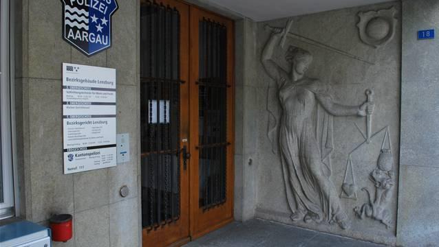 Vor dem Bezirksgericht Lenzburg musste der Familienvater sich für seine Tat verantworten.