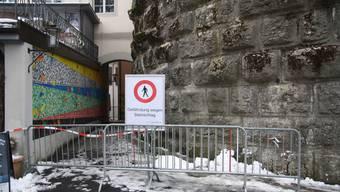 Eisbildung an der historischen Bausubstanz des «Kulturms» hat Mauerstücke abgesprengt. Der Durchgang in die Altstadt ist deshalb wegen Verletzungsgefahr vorübergehend gesperrt.