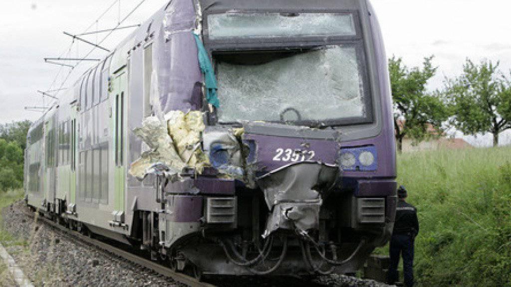 Bei einem Zugunglück in Südfrankreich sind rund zehn Menschen schwer verletzt und 50 weitere leicht verletzt worden. (Symbolbild)