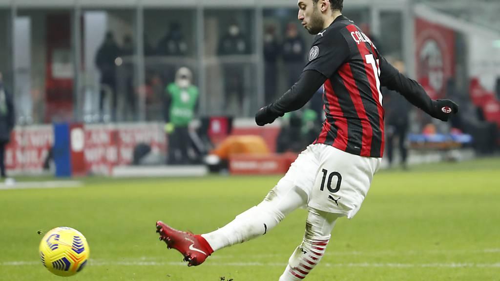 Hakan Calhanoglu verwertet Milans letzten Penalty