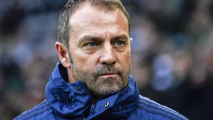 Noch vor Weihnachten wird entschieden, ob der aktuelle Interimstrainer Hansi Flick als Chefcoach bei Bayern München bleiben darf