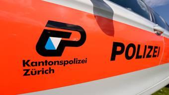 Eine 11-Jährige in Bauma hat laut Kantonspolizei Zürich eine Frau angefahren und einen Signalständer abgeschert. (Symbolbild)