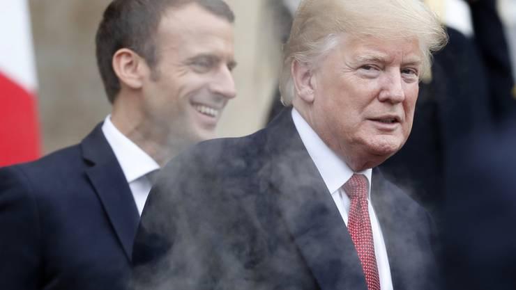 Im Streit über Tweets: Frankreichs Präsident Emmanuel Macron (Links) und US-Präsident Donald Trump. (Archivbild)