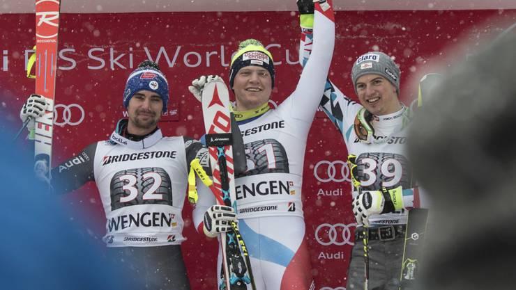 Niels Hintermann (Mitte) war 2017 der bislang letzte Schweizer, der die Kombination in Wengen gewann