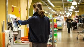In Frick und Rheinfelden werden Self-Checkout-Kassen eingeführt. Chirs Iseli