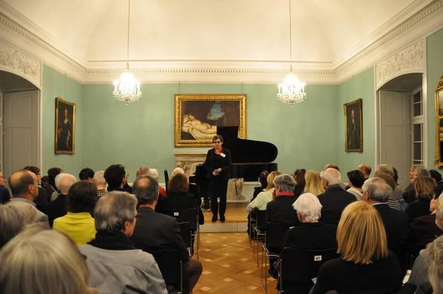 Marina Korendfeld begrüsst zu den Januarabenden mit Oliver Schnyder