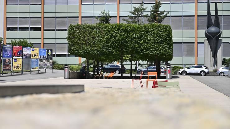 Mittags essen hier Mitarbeiter der ETA ihren Lunch, oft sind die Schattenplätze aber von Randständigen belegt.