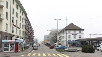 Ob die Begegnungszone nach dem Parkside (rotes Gebäude links) aufhört, oder bis zur Personenunterführung West geht, ist die Knacknuss.