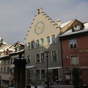 Vor vier Jahren wurde das Amtshaus mit der Uhr in der Brugger Altstadt renoviert. Eine externe Fachstelle klärt nun ab, wie die Räume künftig genützt werden sollen.