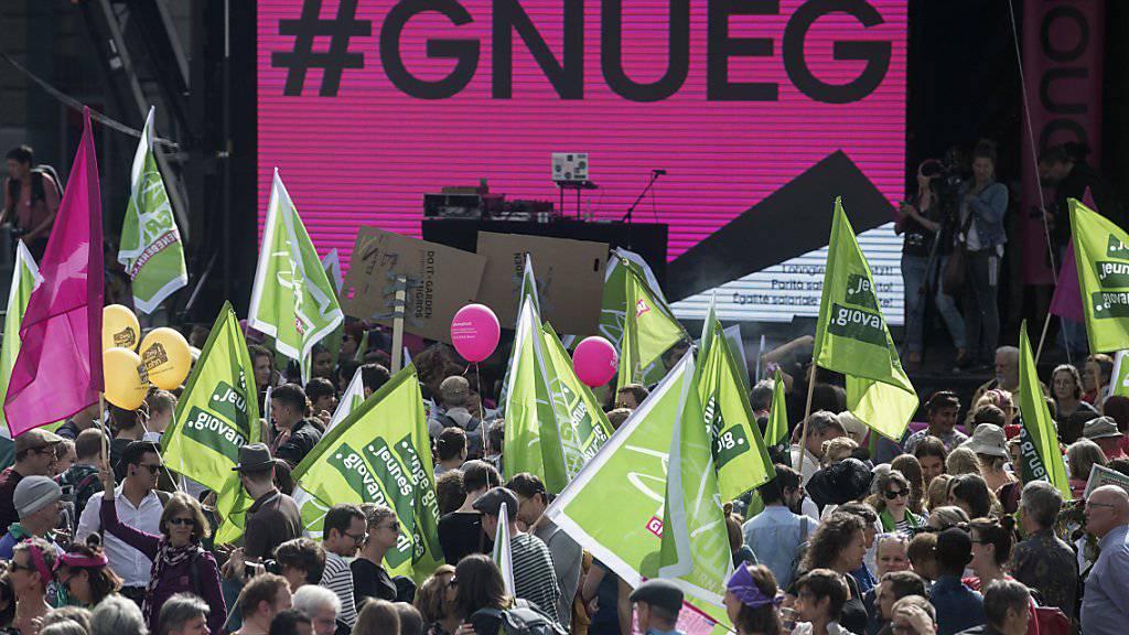 Ende September demonstrierten mehrere hundert Personen in Bern für Lohngleichheit und gegen Diskriminierung «#Enough 18» (Archivbild)