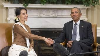 US-Präsident Barack Obama (rechts) und Myanmars Aussenministerin Aung San Suu Kyi im Weissen Haus. Bei dem Treffen kündigte Obama die Aufhebung von Sanktionen gegen das südostasiatische Land an.