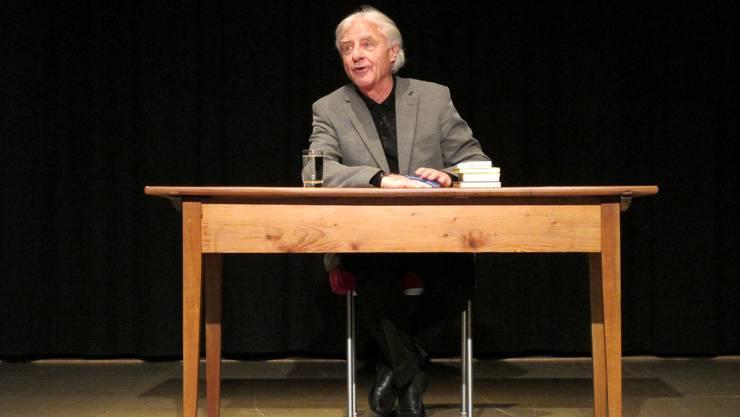 Auch im hohen Alter gibt Emil Steinberger auf der Bühne eine gute Figur ab
