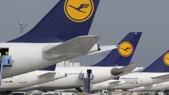 Viele Lufthansa-Flugzeuge bleiben am Mittwoch am Boden (Archiv)