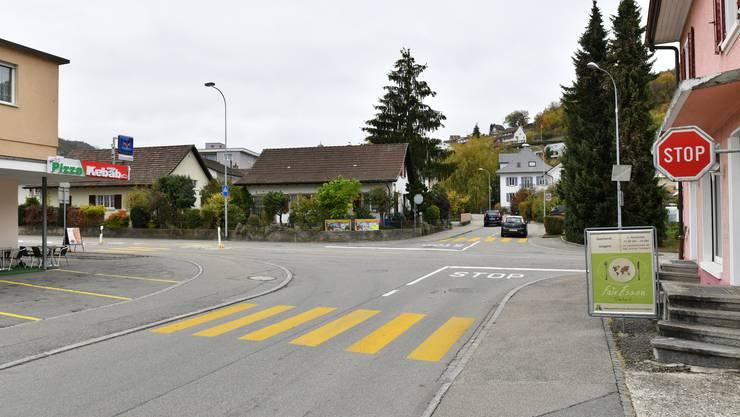 An der Kreuzung Winznauerstrasse/ Leinfeldstrasse hat sich der Unfall ereignet. Fotos während des Augenscheins durften keine gemacht werden.