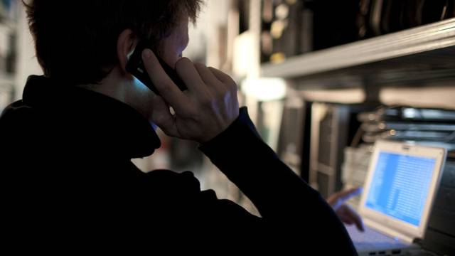 Bei der Durchsuchung wurde Kais Computer sichergestellt und der 15-Jährige gab die Tat auch zu. (Symbolbild)