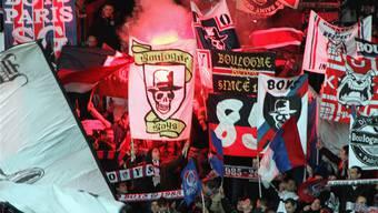 Ein primitives Spruchband führte 2008 zum Verbot der Bewegung «Boulogne Boys». In Wahrheit gibt es die Gruppe immer noch.