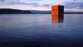 Schwere Brocken: Die Jakem AG ist auf hochwertige Stahlbauten spezialisiert. Unter anderem hat die Firma am Expo02-Monolith (Bild), am Beyeler-Museum in Riehen und an der Messe Basel mitgearbeitet.