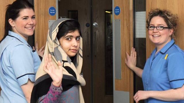 Malala darf das Spital verlassen (Bild: Queen-Elizabeth-Spital)