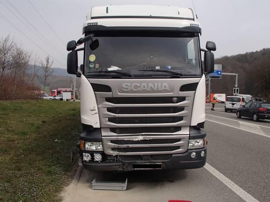 Der 58-jährige, portugiesische Lastwagenchauffeur hat vermutlich das Rotlicht missachtet.
