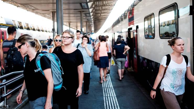 Dichtestress herrscht nicht nur an den Bahnhöfen, sondern auch im Wahlkampf. (Symbolbild)
