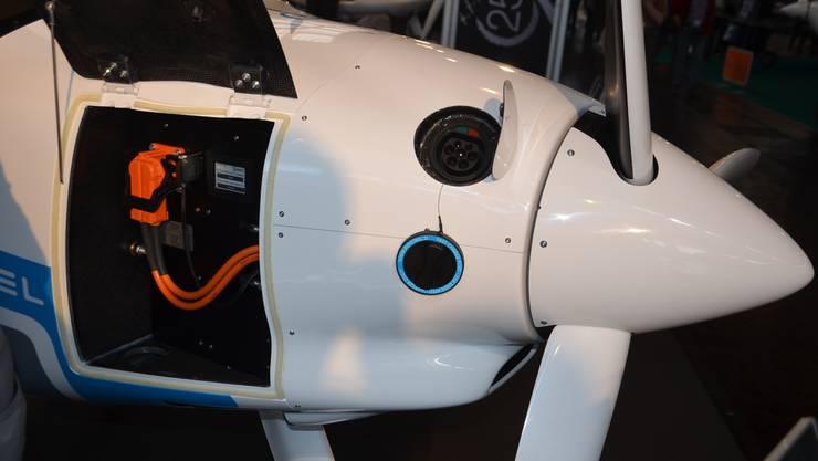 Fliegen mit Energie aus der Steckdose: Das Batteriefach des zweisitzigen Schulflugzeugs Pipistrel Alpha.