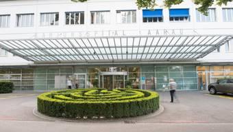 Die Kantonsspitäler Aarau (im Bild) und Baden klären die Verdachtsfälle ab.