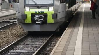 Eine Person wurde auf einem BLS-Zug gesichtet. (Symbolbild)
