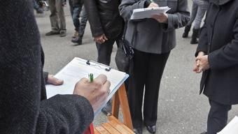 Derzeit buhlen wieder etwas mehr Initiativkomitees um die Unterschriften von Stimmberechtigten als in früheren Jahren. (Symbolbild)