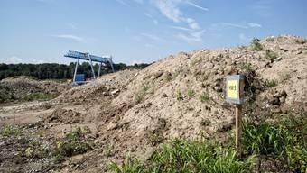 Stein des Anstosses: Die Kesslergrube nahe dem Grenzacher Rheinufer muss vom vergrabenen Chemiemüll befreit werden.
