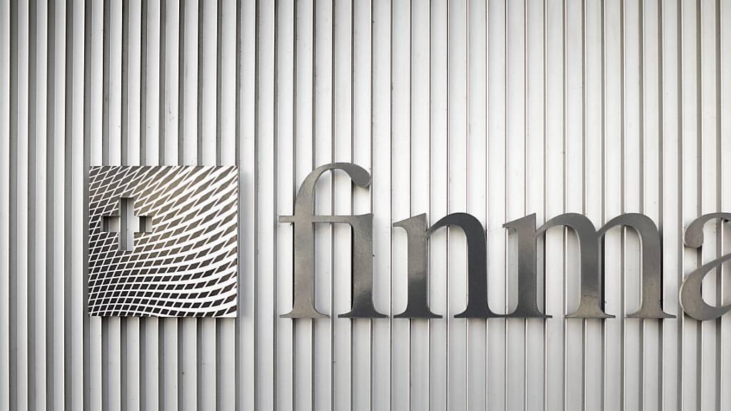 Gute Noten für die grossen Banken: Das Logo der Finanzmarktaufsicht Finma in Bern (Archivbild)