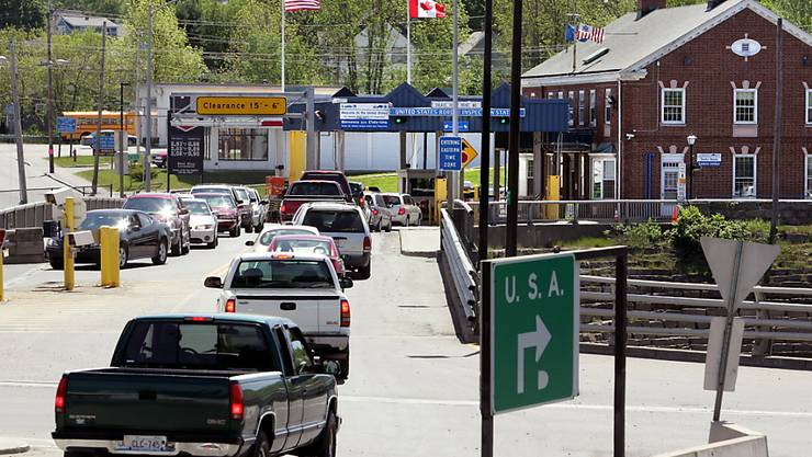 Der US-kanadische Grenzübergang Saint Stephan in New Brunswick - hier wurden kürzlich zwei Rentner aus Texas mit einem ganzen Waffenarsenal im Auto erwischt. (Archiv)