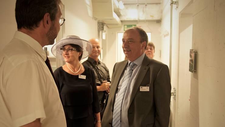 Die Regierungsräte Franziska Roth und Markus Dieth lassen sich im August 2018 den renovierten Kommandoposten zeigen.