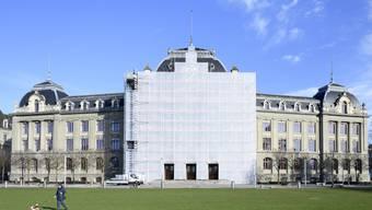 Studenten der Universität Bern studieren ab Mittwoch wieder mehrheitlich daheim.