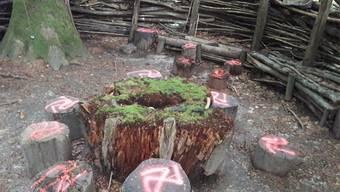 Der Erlebniswald wurde von Vandalen versprayt. zvg